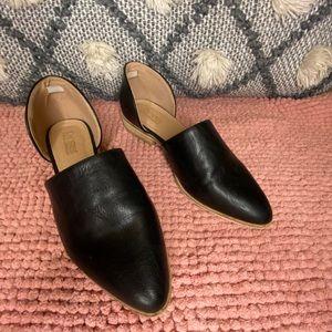 Ladies black leather flats barely worn